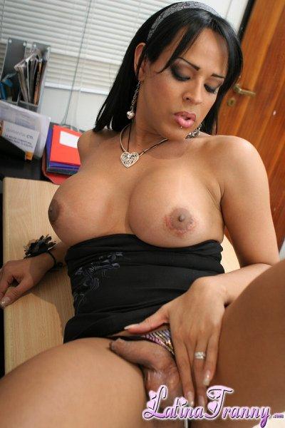 Mi secretaria es un travesti   (Putas) (Videos Pornos HD)